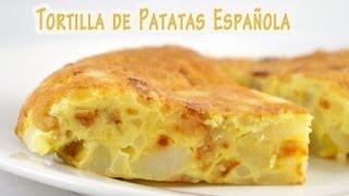 Preparando la tradicional tortilla de patatas española