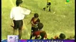 LIONEL MESSI JUGANDO DE NIÑO EN PERU