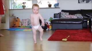 Adorable bebe bailando
