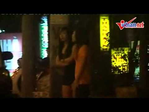 Video- Cận cảnh gái phơi hàng mời khách - An ninh - Hình sự-sốc