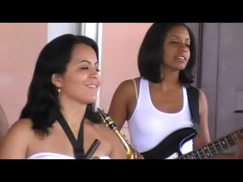 Mujeres cubanas musica salsa cubana.Moraima y su Sandunga.Grupo cubano.Cuba la Habana vieja.