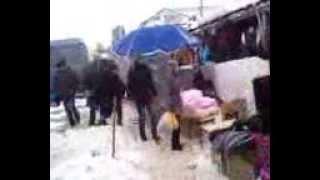 Zăpada poate face victime la Piața Centrală
