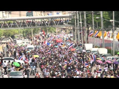Crowds besiege a government building in Bangkok