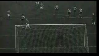 Manchester United - 4 x Sporting  - 1 de 1963/1964, Visto a partir dos topos