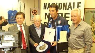 """Buffon riceve il Premio Rocco ed esalta Conte: """"Può risollevare l'Italia"""""""