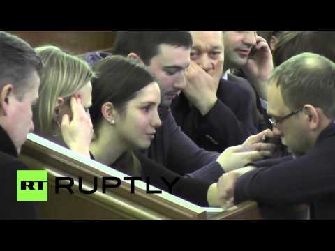 Ukraine: Eugenia Tymoshenko cries tears of joy for decision to release mother