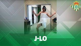 Joaquín imitando a Jennifer Lopez