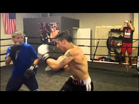 Sergio Martinez looking sharp hitting the mitts in training for Julio Cesar Chavez Jr. (Exclusive)