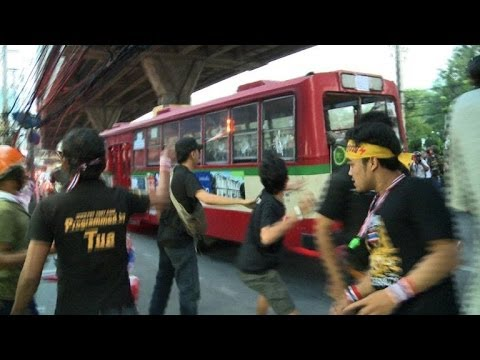 Thai political protests turn violent, one dead