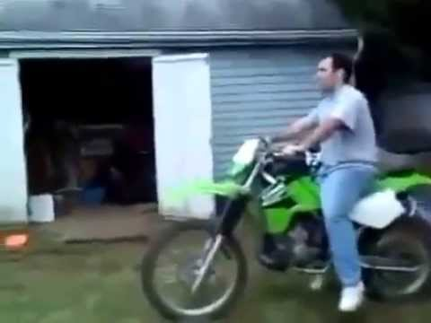 Funny Videos-Acidente de Moto!! Epic Fail