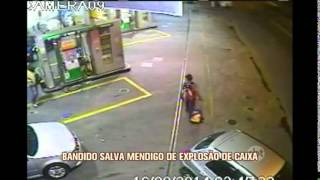 Bandido salva vida de pedestre em explos�o de caixa eletr�nico