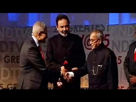 Amartya Sen receives the award from President Pranab Mukherjee