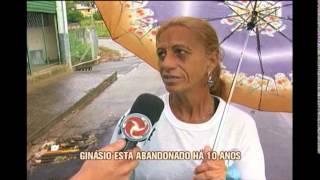 Moradores denunciam gin�sio poliesportivo abandonado no Sul de Minas