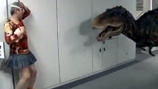 Dinosaurio asusta gente