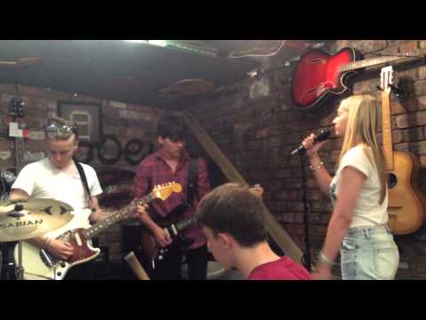 Toploader-Dancing in the moonlight(cover)-snippet