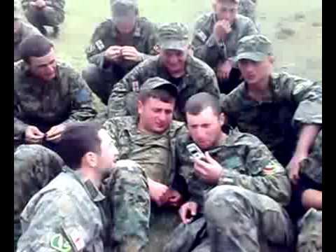 ჯარისკაცები ეღადავებიან ოპერატორს