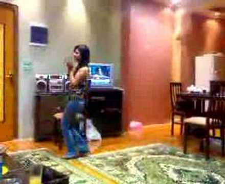 saoudi girl dance at home -  banat swa3da