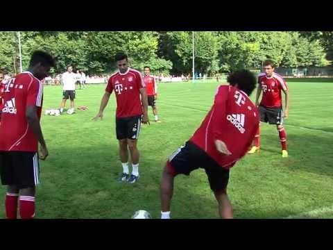 Oldie Claudio Pizarro bleibt bis 2015 | FC Bayern München verkündet Vertragsverlängerung
