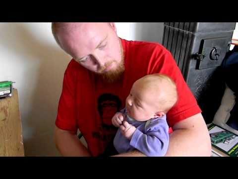 Nezvyklý způsob, jak uklidnit miminko :D