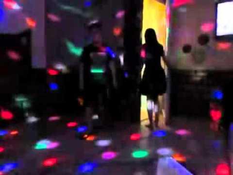 học sinh lớp 9 chịch nhau tập thể trong quán karaoke