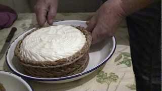 Nicasia vuelve a hacer queso en Valle de Tabladillo (Segovia)