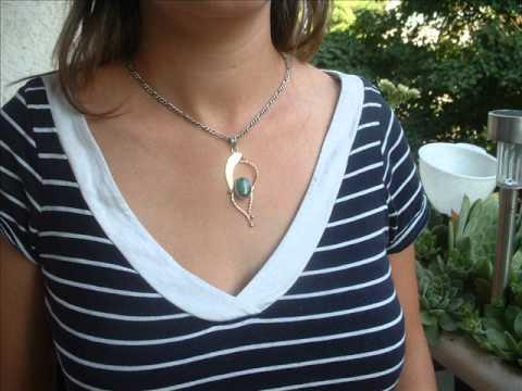 0062. Ezüst medál természetes smaragddal