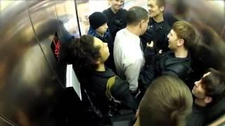 Bromas de policias en el ascensor