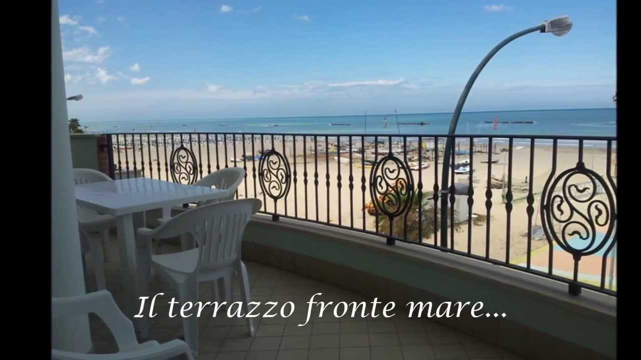 villetta con terrazzo fronte mare a roseto degli abruzzi youtube. Black Bedroom Furniture Sets. Home Design Ideas