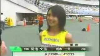 女子1500メートル陸上動画を競馬実況にアフレコ