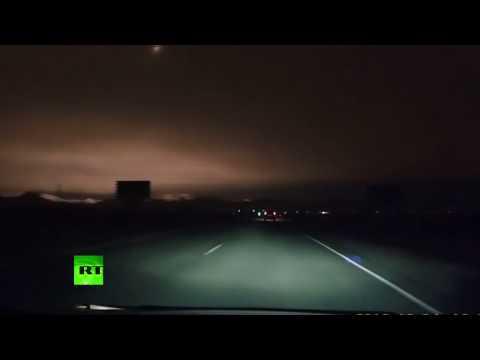 Rússia - Meteoro explode e ilumina os céus na noite da Sibéria