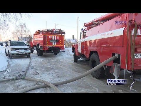 Выгорел бесхозный склад с бумагой и повреждены домашние вещи в двух пожарах в Бердске