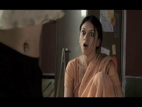 Sonam Kapoor's Navel Piercing - Delhi 6