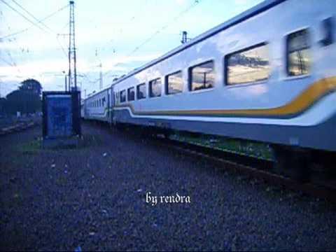 Railway : Taksaka CC20128 YK passing Manggarai