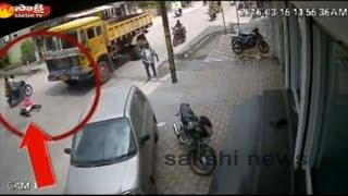 Two shocking road accidents at same spot in Karimnagar - Visuals