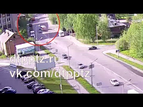 На улице Правды столкнулись автобус и легковой автомобиль
