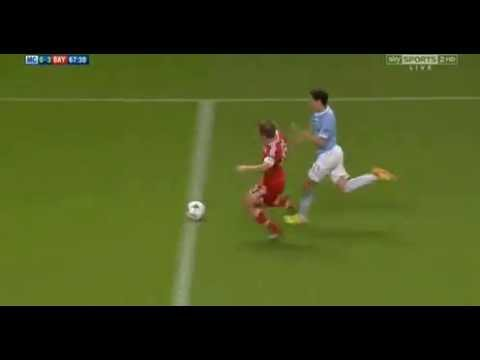 So good! Phillip Lahm  beautiful sliding tackle on Jesus Navas (Manchester City 1 - 3 Bayern Munich)