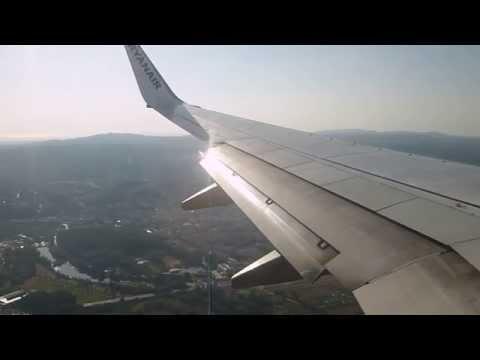 Ryanair Boeing 737-800 Landing Girona (Barcelona) - Costa Brava 10/07/12