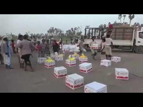 المقاومة المشتركة تواصل توزيع المواد الإغاثية للمواطنين في الساحل الغربي
