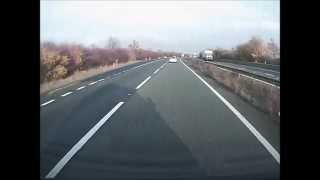 Motorista faz 360 na estrada e volta como se nada tivesse acontecido!