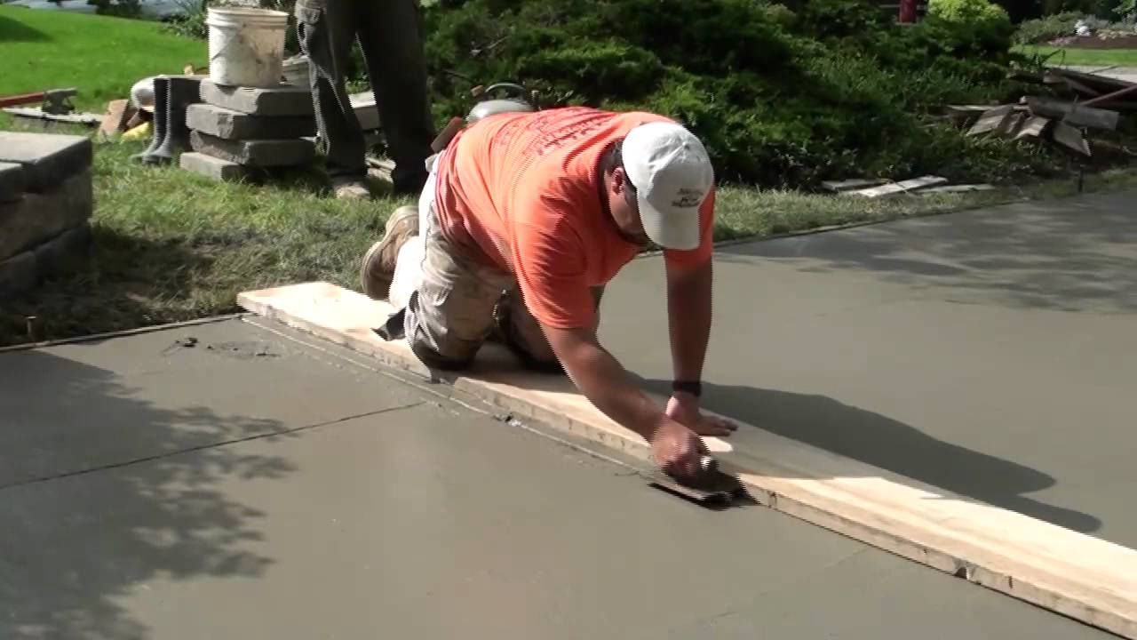 How to pour concrete driveway youtube for Pouring concrete driveway