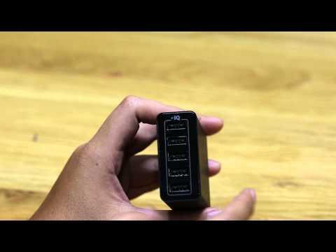 Trên tay ổ cắm 5 cổng USB của ANKER