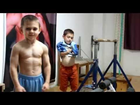 """""""جوليانو"""" أقوى طفل في العالم"""