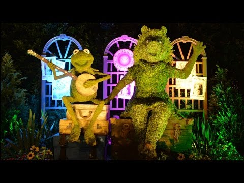 Epcot Flower & Garden Festival 2014 Illuminated Gardens Tour - Kermit & Miss Piggy, Snow White