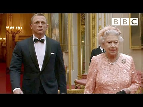 James Bond escorts The Queen to the London 2012 Olympic Games - BBC