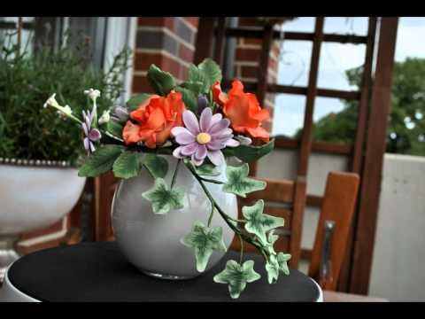 Zuckerblumen für Motivtorten/ Blumenstrauß mit Rosen und Efeu/ Blütenpaste/ Fondant
