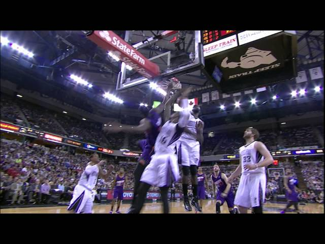 Archie Goodwin Drives and Smashes Over the Kings Defense