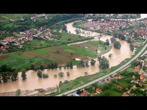 Obrenovac: Serbia's flood-hit 'ghost-town'