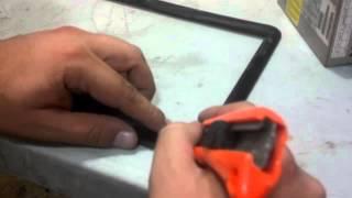 Repara las bisagras de portatil con pegamento