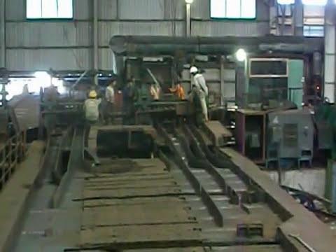 Cán thép hình ở nhà máy cán thép Việt - Nga