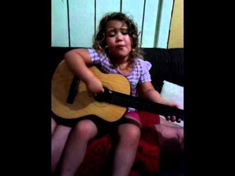 Clarice cantando Lucas Lucco ''Momozim''